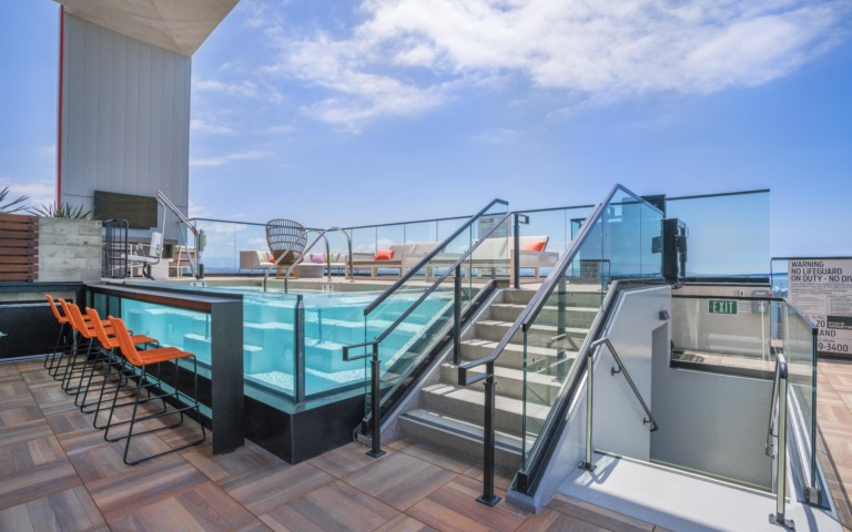 SHIFT APARTMENTS SAN DIEGO POOL HOT TUB SKY DECK 04